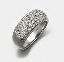 Classic diamond band ring