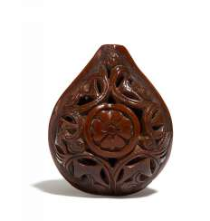 Netsuke: Carved walnut with flowers coat of arms (mon)