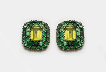 Pair of decorative peridot earrings