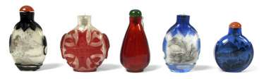 FIVE SNUFFBOTTLES MADE OF GLASS,