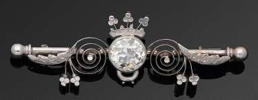 Elegant crown brooch with diamond solitaire