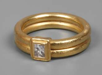 Lady's ring with diamond