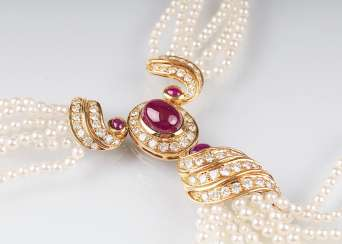 Beads-necklace with rich, brilliant and ruby stocking