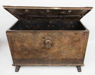 ANTIQUE CHEST, iron, 17. Century