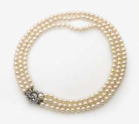 Three-row cultured pearl necklace clasp with diamond