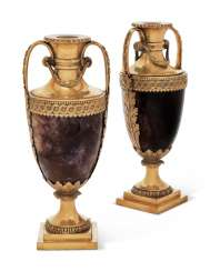 A PAIR OF GEORGE III ORMOLU-MOUNTED BLUE-JOHN CASSOLETTES