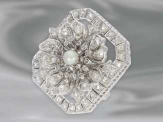 Brooch/needle: an extremely attractive and elaborately crafted diamond/flower-brooch is made of 18K white gold, high quality antique wrought gold