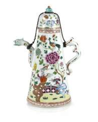 Cone-shaped porcelain teapot with floral decor in the colors of the Famille rose