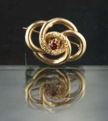 Foam gold brooch, Biedermeier, around 1835, yellow gold 750 / 18 carats.