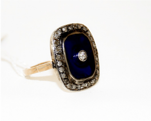 Ring with diamonds and enamel