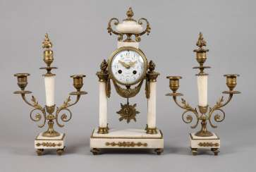 Mantel clock with two Beistellern