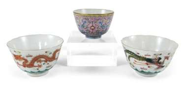 THREE SMALL PORCELAIN BOWLS,