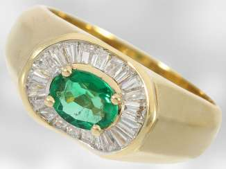 Ring: attractive emerald ring with diamonds in high quality Ballerina collection, a total of approx 1,14 ct, 18K yellow gold