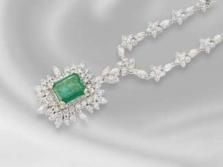 Necklace/Collier: very luxurious, very elaborately made and fully lined-vintage diamond/diamond/emerald-middle part of the necklace is made of 18K white gold, approximately 7.5 ct