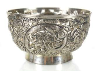 Pierced bowl made of silver with dragon decoration