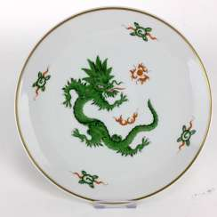 Plates of Meissen porcelain: decor Mingdrache in green, gold edge, 1. Choice, very well.