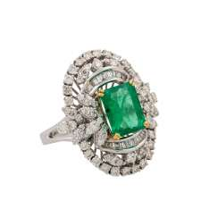 Ring with emerald and diamonds totaling approx. 1.5 ct