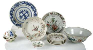 Group of porcelain, partly for Export, seven plates, four bowls
