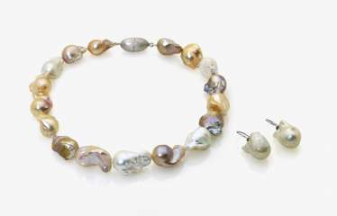 Freshwater cultured pearl necklace and a Pair of earrings with freshwater pearl