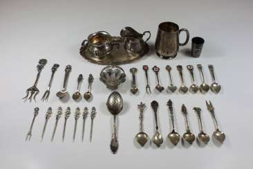 Mixed lot of 33 pieces of silver, hallmarked 800