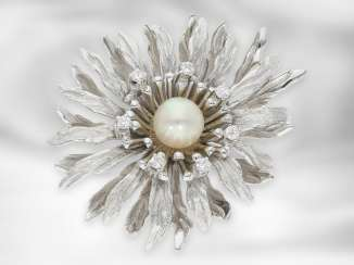 Brooch / pin: vintage flower brooch of good quality, 18K white gold, handmade, around 1960