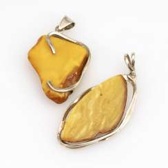 2 pendants with amber