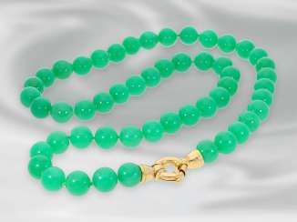 Chain/necklace: decorative vintage chrysoprase necklace with a Golden Clasp, handmade