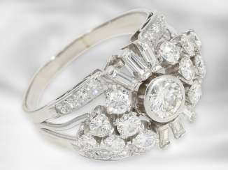 Ring: high-carat, formerly very expensive platinum ring with diamonds, a total of approx. 2.03 ct, 950 platinum