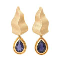 Earrings with 1 Iolite, drop-shaped fac. around 11,5x8,5 mm,