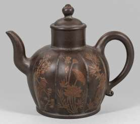 Xixing teapot with a raised emblem bird decor
