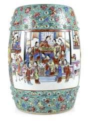 Drum-shaped stool, made of porcelain with Famille rose figure decoration
