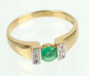 Emerald Ring with diamonds - yellow gold 375