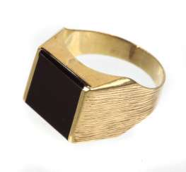 Men's ring with Onyx in yellow gold 333