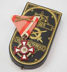 Austria : Military Merit Cross, 3. Class with war decoration, in a case.