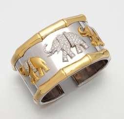 Extravagant bangle with elephant decor