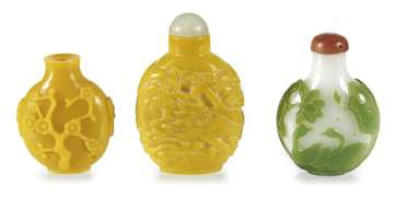 Three Snuffbottles made of glass, a green-flashed glass