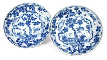 Pair of underglaze blue plate with a representation of two cranes under a pine tree