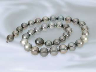 Necklace/Collier: very high quality Tahiti cultured pearls necklace, mint condition, NP approx. 4500€