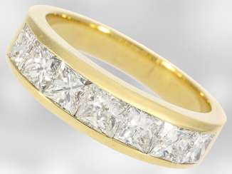 Ring: high-fine, formerly more expensive semi-eternity Ring in 18K Gold with diamonds, approximately 1.8 ct, the court jeweller Roesner