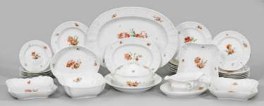 Dinner service with floral decoration