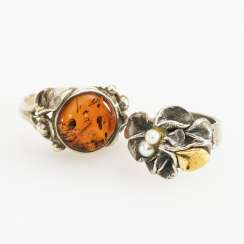 2 rings with amber and cultured pearls