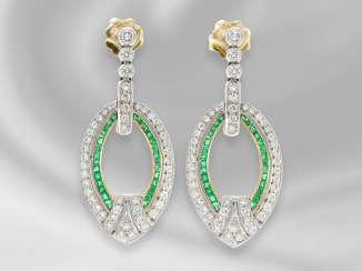 Earrings: high-quality and formerly expensive, extremely time consuming and decorative crafted vintage earrings, studded with emeralds and brilliant-cut diamonds, approx. 1,75 ct