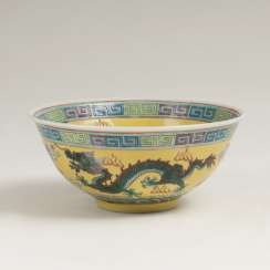 Small bowl with dragon decoration on a yellow fond