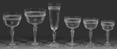 Extensive Drinking Glass Service