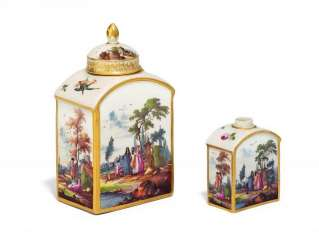 TEA CADDY AND A MINIATURE TEA CADDY WITH MATCHING WATTEAU SCENES. Meissen. In about 1750.