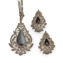 Collier and Ohrklipp Pair with Onyx and