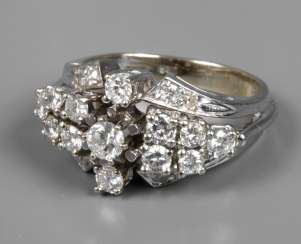 Ladies ring with brilliants of approx 1.2 ct