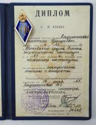 Soviet Union: graduate badge, with certificate book.
