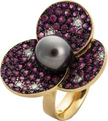 Flower ring with rubies and Tahitian pearl