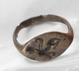 Silver Ring with engraved gripping